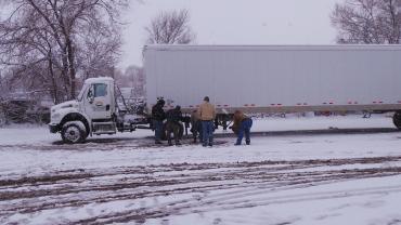 Truck-driving-school-students-snow